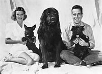 Methot and Bogart with their dogs (1944)